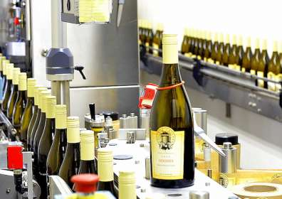 Walla Walla wine students cap their success on bottling day